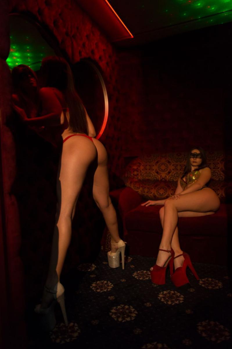 seks-v-vip-kabinke-striptiz-bar-video-priroda-trusiki-posm
